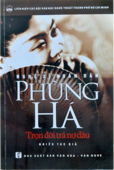Giấy khai sinh của NSND Phùng Há và ảnh bìa cuốn sách sách do NXB Văn hóa - Văn nghệ ấn hành
