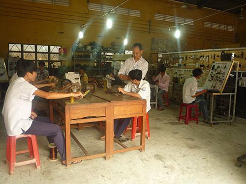 Người dân học nghề điện ở huyện Bình Chánh, TP HCM