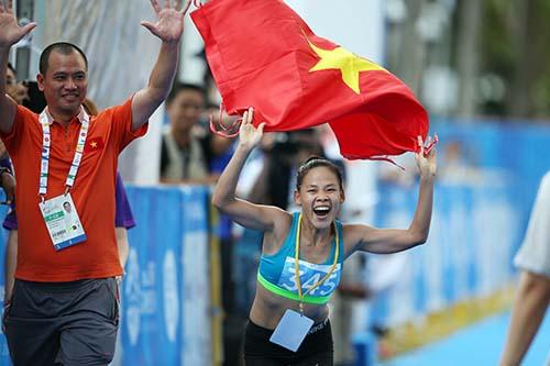 Nguyễn Thị Thanh Phúc sau khi lấy lại chiếc HCV đi bộ 20km ở SEA Games 27 tại Myanmar do đối thủ sử djng doping, Phúc tiếp tục bảo vệ thành công chiếc HCV của mình tại Singapore.
