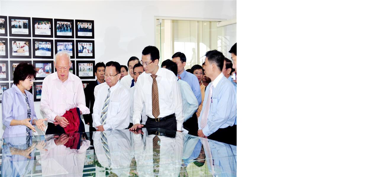Ngày 14/4/2009: Cố Thủ tướng Singapore Lý Quang Diệu đến thăm KCN Việt Nam - Singapore lần thứ ba. (ảnh UBND tỉnh Bình Dương cung cấp)