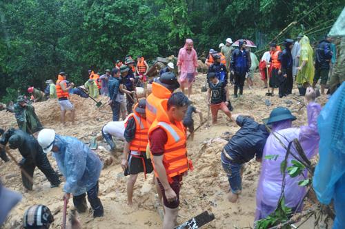 Khẩn trương cứu hộ tại phường Cao Thắng (Hạ Long)
