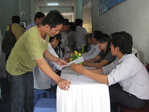 Người lao động tham gia Ngày hội Việc làm tại TP HCM Ảnh: Nguyên Khôi