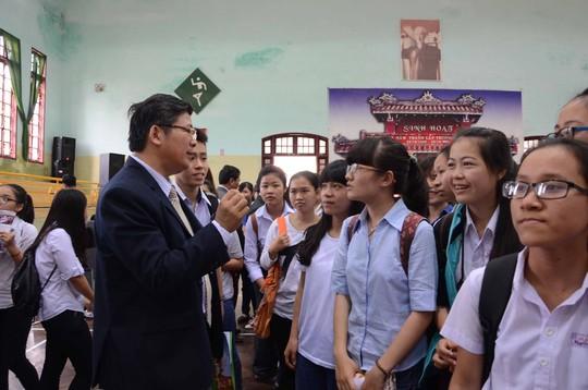 Chương trình Đưa trường học đến thí sinh 2015 do Báo Người Lao Động tổ chức tại Huế.
