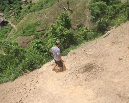 Vượt qua nhiều đoạn dốc đứng.