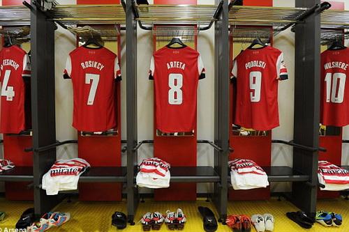 Nhiều thông tin thú vị từ phòng thay đồ Arsenal sẽ được truyền tải đến người hâm mộ