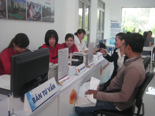 Khách hàng mở tài khoản đặt cọc đăng ký mua căn hộ thông qua VietBank