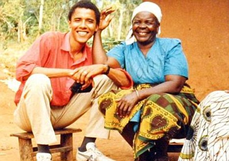 Ông Obama và bà nội chụp ảnh cùng nhau vào năm 1987. Ảnh: Daily Mail