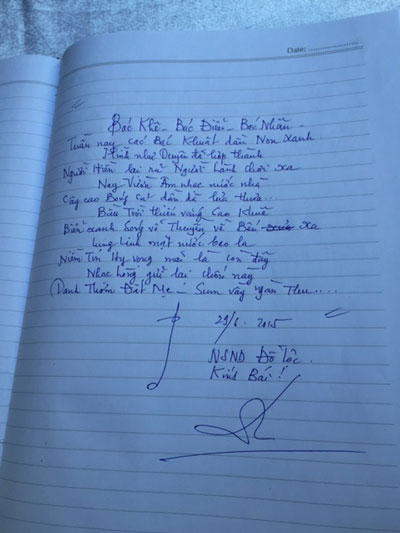 Bài thơ cảm tác của NSND Đỗ Lộc ghi trong sổ tang khi đến viếng lễ tang hai nhạc sĩ: Phan Huỳnh Điểu và Phan Nhân Ảnh: THÙY TRANG