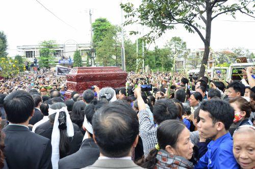 Hàng ngàn người đưa tiễn ông Nguyễn Bá Thanh về với đất mẹ Hòa tiến