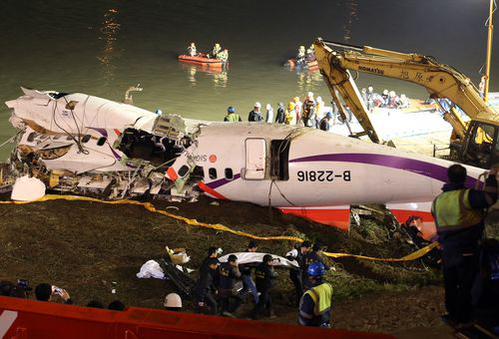 Chiếc máy bay đã được trục vớt. Ảnh: Focus Taiwan