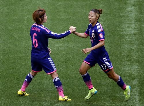 Yuki Ogimi (17, phải) rút ngắn cách biệt còn 1-4 cho Nhật Bản ở hiệp một