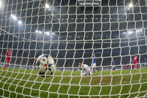 Thủ môn Wellenreuther bất lực trước pha dứt điểm của Marcelo