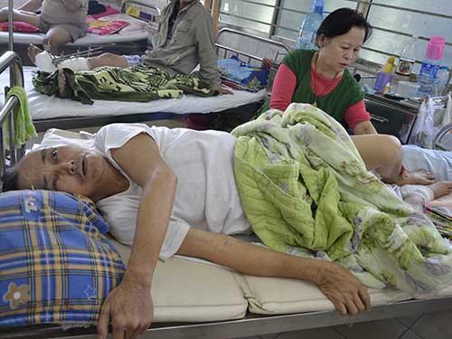 Ông Tú đang điều trị tại Bệnh viện Đà Nẵng và chưa hề biết vợ mình bị chấn thương sọ não