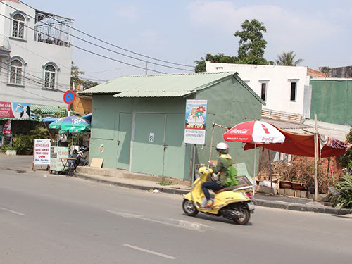 Chốt dân phòng trên đường Quốc Hương - phường Thảo Điền, quận 2, TP HCM - dựng lên rồi để đó