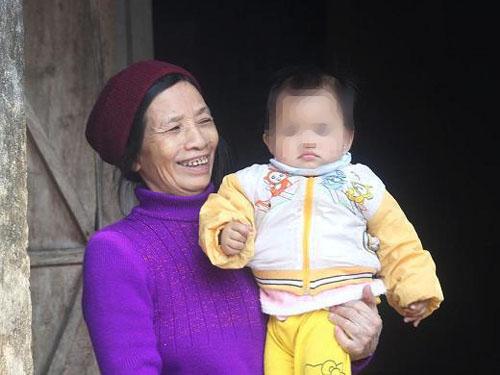 Cháu Nguyễn Thị Sao Mai và bà ngoại