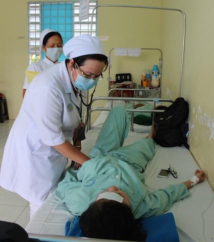 Bệnh nhân bị ngộ độc sau khi ăn bánh mì nhập viện tại BV đa khoa tỉnh Vĩnh Long
