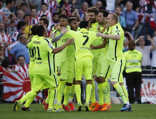 Barcelona mừng chiến thắng, lên ngôi vô địch sớm 1 vòng