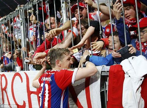 Bastin Schweinsteiger trở lại kịp lúc, Bayern càng thêm mạnh