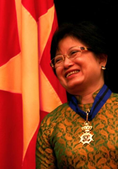 Bà Thúy Thanh ngày được Hoàng gia Bỉ trao tặng Huân chương Leopold Đệ nhị (Ảnh do nhân vật cung cấp)