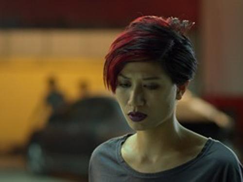 Trần Thị Trang (nghệ danh người mẫu và diễn viên là Trang Trần) đã bị cơ quan điều tra ra lệnh bắt khẩn cấp để điều tra về hành vi chống người thi hành công vụ