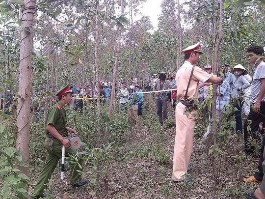 Cơ quan chức năng thị xã An Nhơn đang khám nghiệm hiện trường