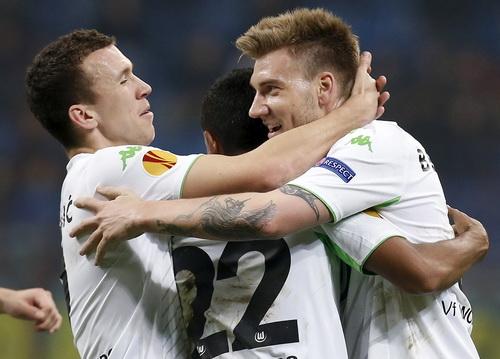 Nicklas Bendtner (phải) - cựu chân sút Arsenal - kết liễu số phận Inter Milan ở Europa League hôm 20-3