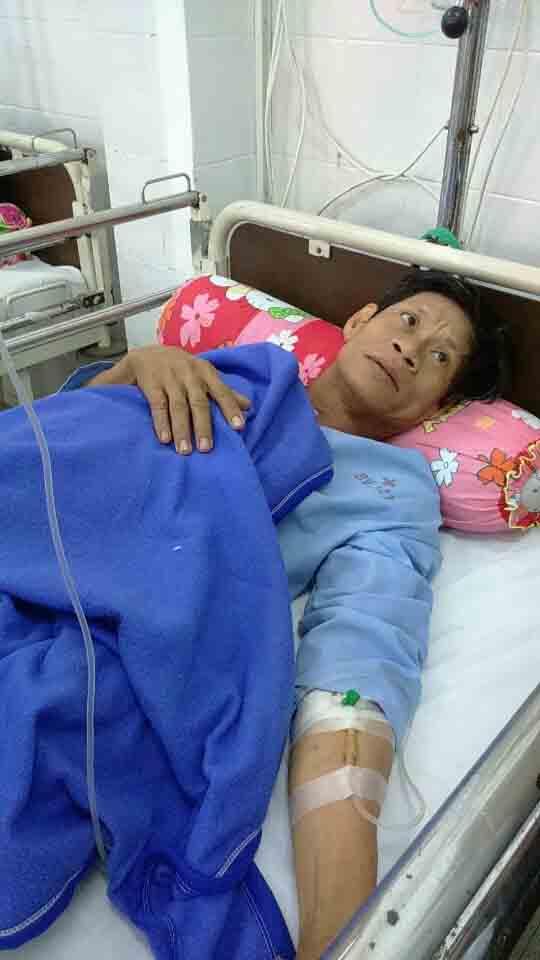Bệnh nhân Lê Tô Điền được các bác sĩ bệnh viện Quân y 121 tích cực cấp cứu ngày 20-4.