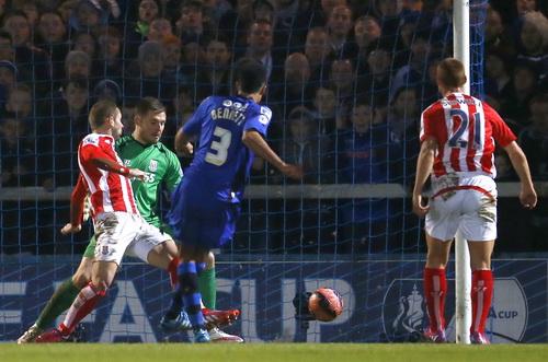 Bennett (3) ghi bàn thắng danh dự cho Rochdale