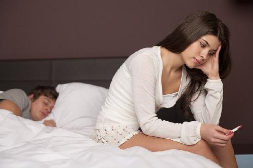 Lối sống và các yếu tố bên ngoài cũng có thể ảnh hưởng đến khả năng mang thai của người phụ nữ khi tuổi đời còn trẻ.