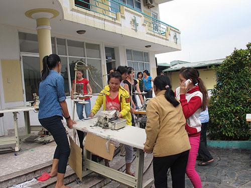 Công nhân Công ty Kyung Sung Vina (huyện Hóc Môn, TP HCM) mất trắng quyền lợi sau khi chủ bỏ trốn Ảnh: HỒNG NHUNG