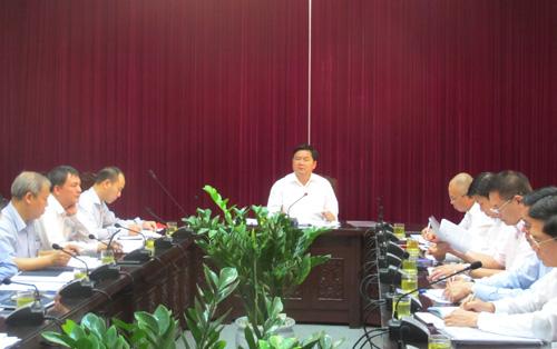 Bộ trưởng Đinh La Thăng yêu cầu việc sửa sân bay Tân Sơn Nhất không được ảnh hưởng tới việc đi lại của người dân