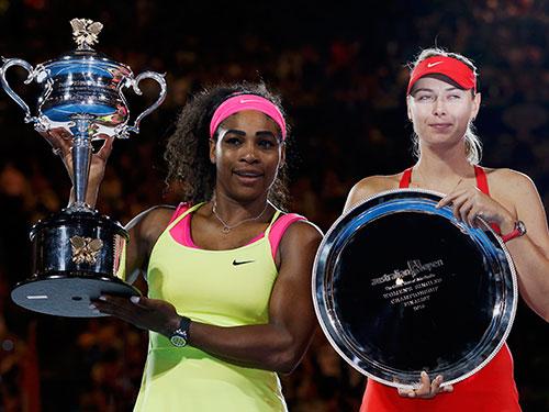 Serena (trái) và Sharapova trong lễ trao cúp Ảnh: REUTERS
