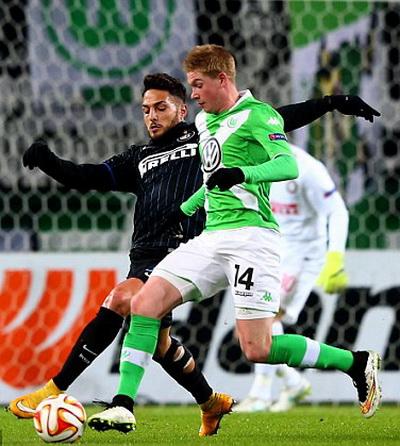 De Bruyne (14) tỏa sáng trong màu áo Wolfsburg mùa này