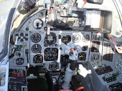 Hệ thống điều khiển trong buồng lái Su-22