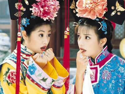 Triệu Vy cùng Lâm Tâm Như trong phim Hoàn Châu cách cách