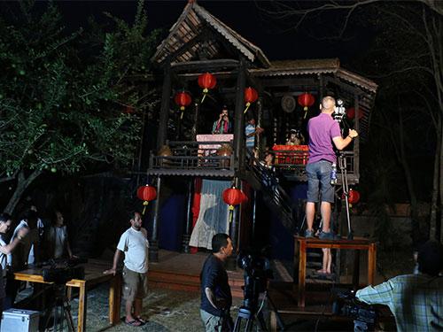 Một cảnh quay đêm của đoàn làm phim cải lương Ảnh: Minh Hoàng