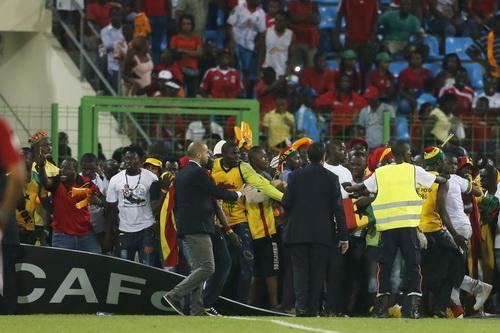 Khán giả Guinea Xích Đạo tấn công cổ động viên và cầu thủ Ghana