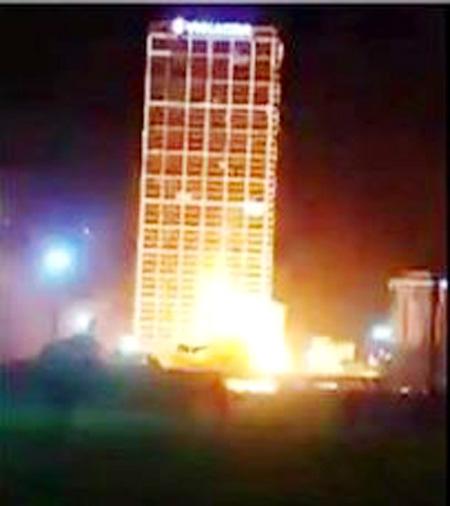 Chập điện gây nổ và cháy lớn - Ảnh: Facebook