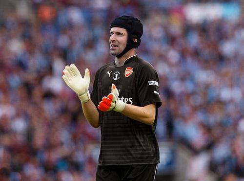 Bao giờ Cech khoác lên người chiếc áo đấu Pháo thủ?