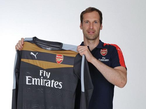 Petr Cech trong màu áo mới Arsenal