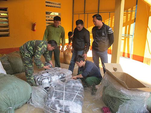 Lực lượng Đồn Biên phòng Tân Thanh (Lạng Sơn) và Bộ Tư lệnh Biên phòng thu giữ hàng lậu vận chuyển qua biên giới