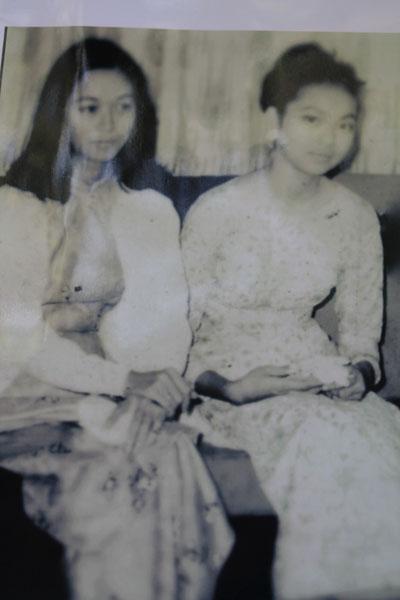 Bức ảnh 2 chị em Bích Diễm - Dao Ánh do nhà nghiên cứu Trần Viết Ngạc tặng Gác Trịnh