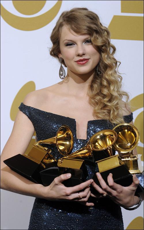 Taylor Swift rạng rỡ với 4 giải Grammy trong năm 2010 Ảnh: Reuters