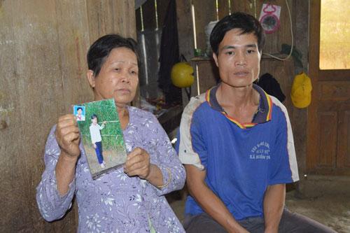 Gia đình Nguyễn Thị Huệ rất lo lắng vì hơn 9 tháng không liên lạc được với em