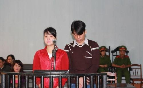 Vợ chồng Trần Minh Châu và Lê Thị Hiền tại phiên tòa