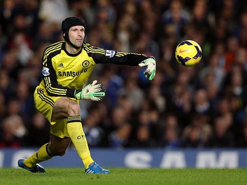 Petr Cech mất vị trí số 1 ở Chelsea vào tay Thibaut Courtois