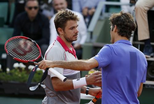Federer chờ đối đầu Wawrinka ở bán kết