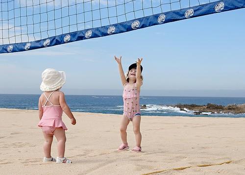 Làm gì khi trẻ say nắng do tắm biển?
