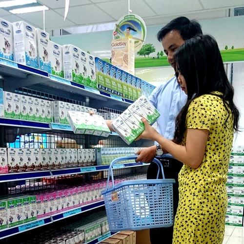 Sữa tươi Vinamilk 100% đứng đầu về cả sản lượng bán ra lẫn doanh số bán ra trong phân khúc nhóm các nhãn hiệu sữa tươi