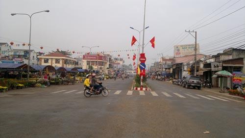 Xu hướng đô thị hóa đã nhanh chóng biến một vùng xa như Phú Riềng (tỉnh Bình Phước) thành khu trung tâm sầm uất Ảnh: LÊ SƠN